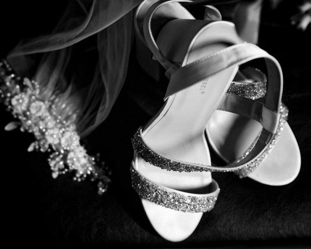 Brides veil and shoes
