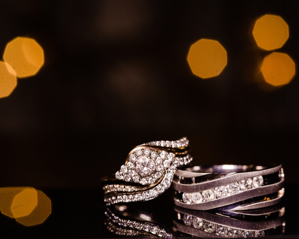 Wedding rings with twinkle lights